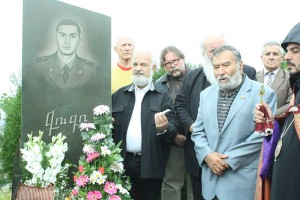 HUNGARIAN INTELLECTUALS KNEELED DOWN ON THE MEMORY OF ARMENIAN OFFICER