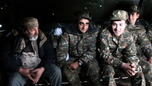 Հայտնի լուսանկարիչ Գերման Ավագյանը զինվորների հետ
