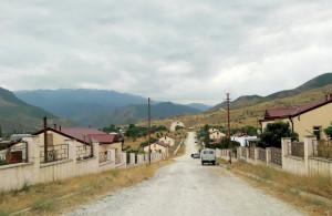 Մռավ լեռան ստորոտին, Թարթառ գետի ձախ ափին է ծվարած սահմանամերձ- սահմանապահ Մատաղիսը: Խորհրդային տարիներին, հայտնի էր կաուչուկի, լուցկու, մանրահատակի, հացի գործարաններով: Մատաղիսի դպրոց ուսանելու էին գալիս անգամ շրջակա գյուղերից: