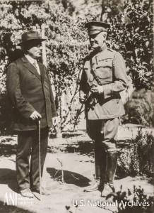 Գեներալ-մայոր Ջեյմս Հարբորդը և ՀՀ վարչապետ Ալեքսանդր Խատիսյանը 1919թ. հոկտեմբերի 1-ին Երևանում: