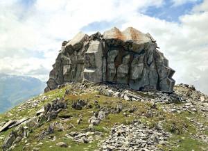 Ժայռի մեջ քողարկված բունկեր Շվեյցարիայում